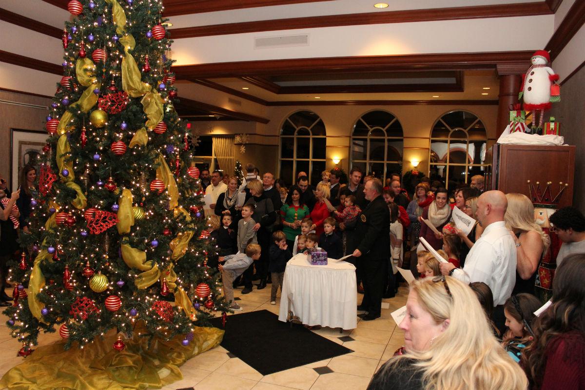 Sand Creek Country Club Kicks Off The Holiday Season With Their Annual Christmas Tree Lighting
